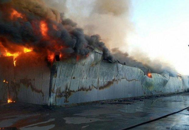 У Петропавлівській Борщагівці палали склади секонд-хенду